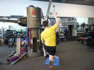 One Arm Lat Pull-down Kneeling